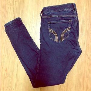 🌺 2/$25 Hollister dark wash skinny jeans 5s